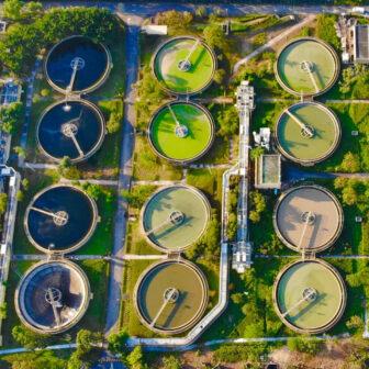 水道水の利用可能率が低い国とは?世界の上下水道の普及率と今後